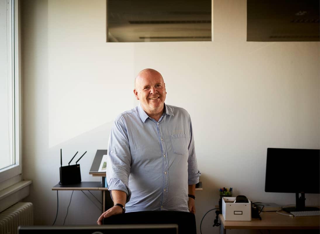 Rolf Bauer war mit 60 Jahren draußen, nicht mehr vermittelbar. Und fand selbst einen neuen Job in der digitalen Branche bei TheAppGuys in Köln.